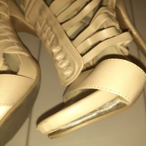 Shoes - Womens shoes 9